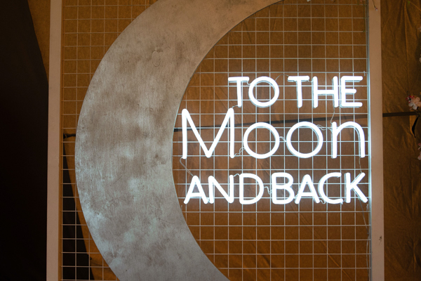 Love you to the moon and back wedding decoration
